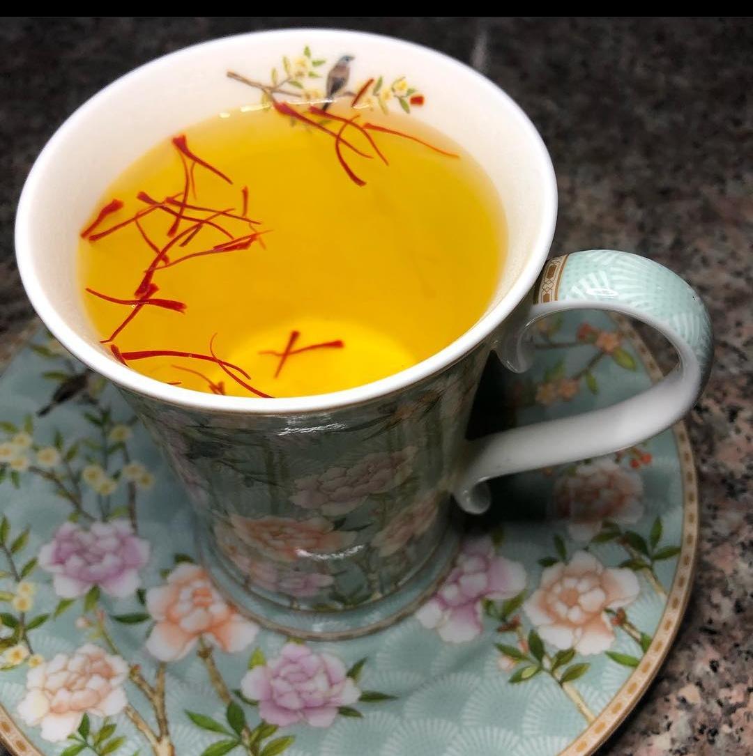 How to make saffron tea with milk?